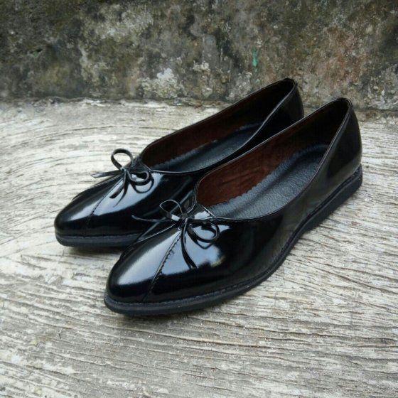 Sepatu Pantofel Wanita Warna Hitam Flanel Di 2020 Sepatu Sepatu