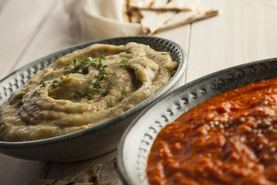 Dips de berenjena y ajo / Garlic and eggplant dips. / Photography by #fernandabonserio / food styling by #nataliacaneva