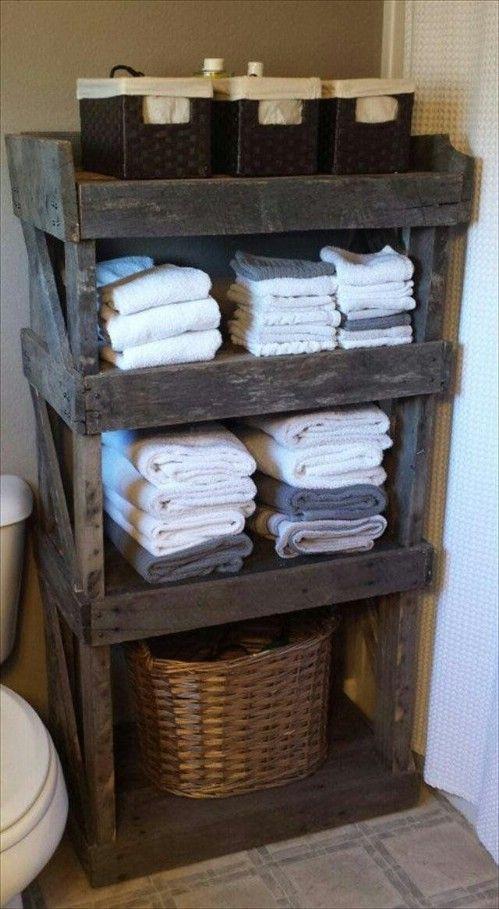 Une palette en bois en guise de rangement de salle de bain - Pinterest