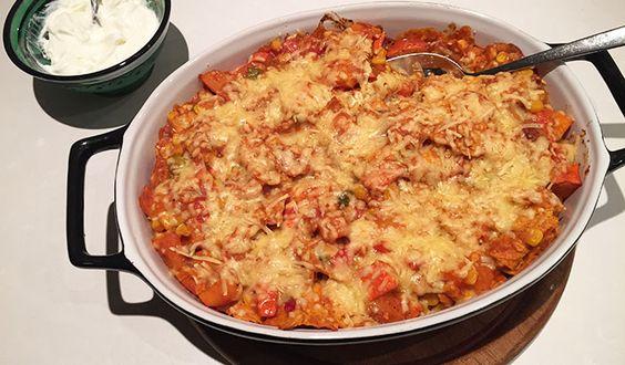 Gezonde Mexicaanse ovenschotel met pompoen en maistortilla's - Karlijnskitchen.com