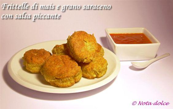 Frittelle di mais e grano saraceno con salsa piccante, ricetta antipasti