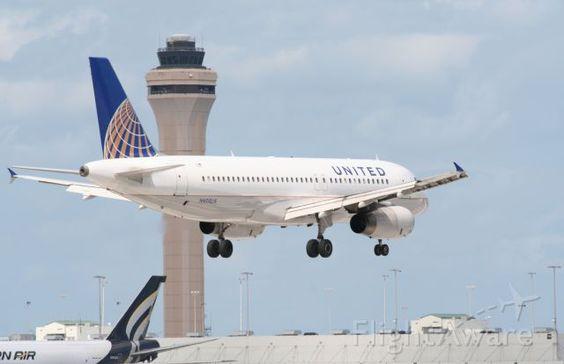 Nice shot of United A320 (N429UA)
