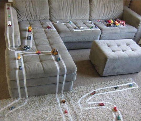 Criatividade com fitas na hora de brincar com as crianças!