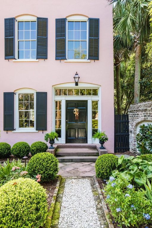 Charleston S Impressive Pompeii Mansion Listed For 8m Charleston Homes Mansions Carriage House Inn
