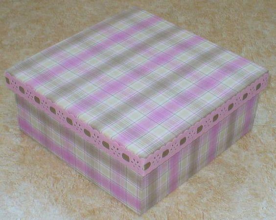 Caixa em madeira revestida com tecido e acabamento interno em e.v.a. WWW.NIKIATELIER.ELO7.COM.BR