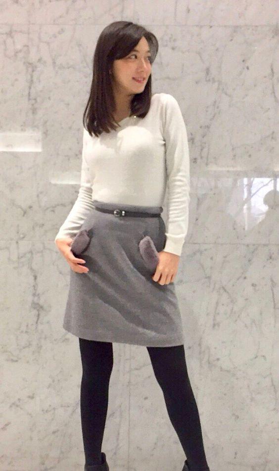 阿部華也子シックなカラーでまとめたファッション