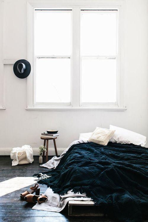 : Interior Design, Minimalist Bedroom, 3/4 Beds, Cozy Bedroom, White Bedrooms, Bed Floor, Low Beds, Floor Beds