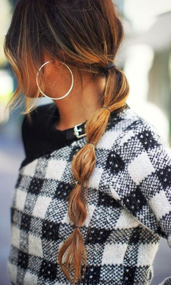 Pretty ponytail and warm plaid outfit, COLA CON SUJECIÓN CORRELATIVAS