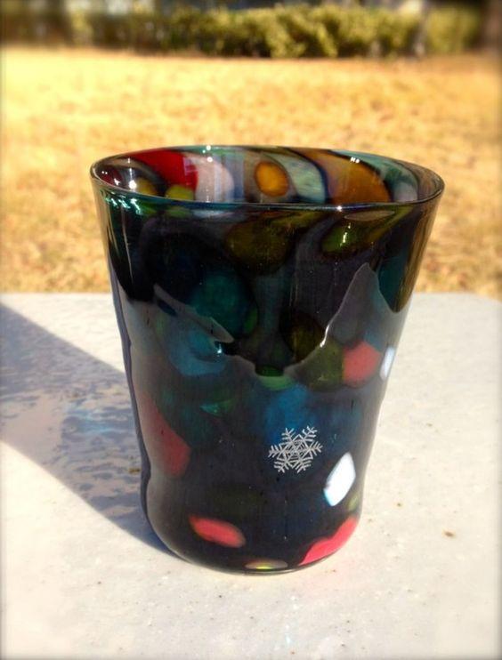 ガラス作家の山崎キリコです。ご覧頂きありがとうございます。吹きガラスで制作したグラスです。明かりが灯る寒い夜に、今年初めての雪がちらちらと降る。何となくほっこ...|ハンドメイド、手作り、手仕事品の通販・販売・購入ならCreema。