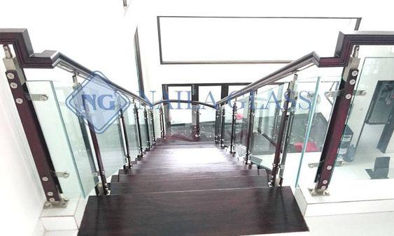 Nayla Glass adalah perusahaan yang bergerak di bidang alumunium & kaca,kami menjual dan melayani pemasangan Railing Tangga info lebih lanjut : Whatsapp: 0812-9888-8044 / 0812-9747-1223 Tlp / faks: 021-22271158. website. www.naylaglas.com