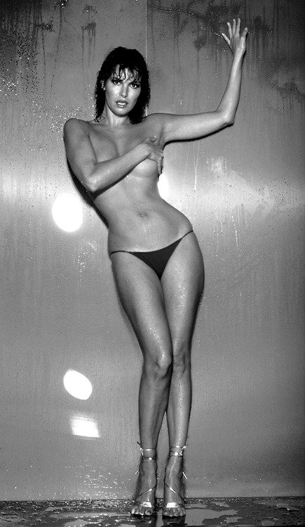 Raquel Welch. My god!  She surpasses any of our beauties of today!: