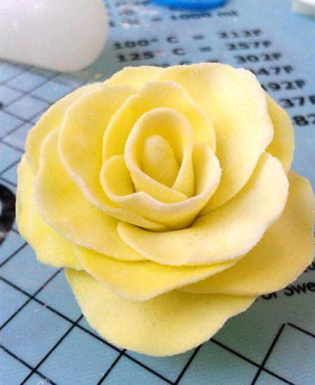 Fondantrose in gelb