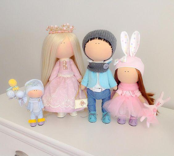 """""""Семейное фото))))))) семья моей дорогой @migurskayayulia )))))  #handmade #игрушкасдушой #своимируками #сделанослюбовью #портретнаякуколка…"""":"""