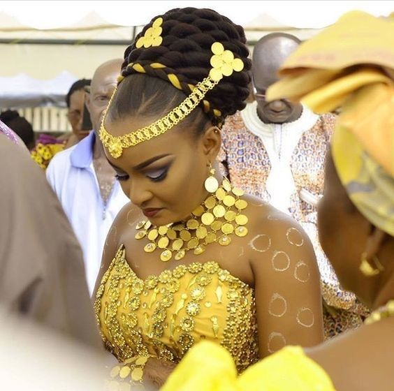 Ever Heard Of The Traditional Ngala Hairstyle Igbo Brides Get In Here Bellanaija Weddings In 2020 Traditional Hairstyle Hair Styles Bride Hairstyles