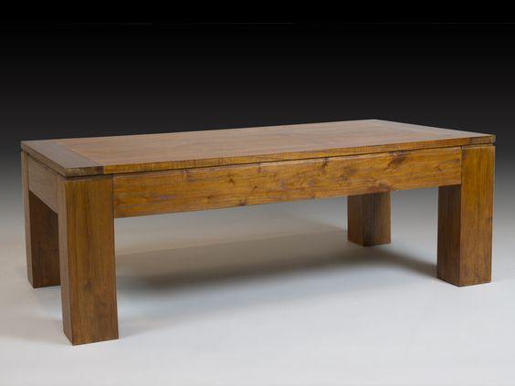 Mesa de centro de estilo colonial fabricada en madera de mindi.