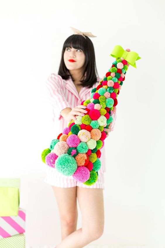 DIY Pom Pom Christmas Tree