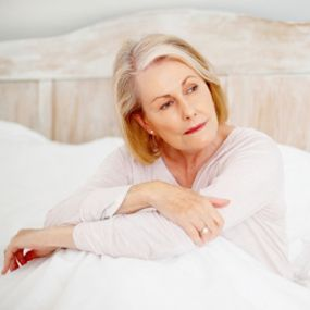 Understanding and Dealing with Hot Flashes    Discover ways to deal with the symptoms on both a practical and emotional level.