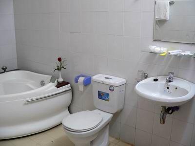 Bathroom. more at http://www.chaudoctravel.com/2011/09/hoa-binh-ii-hotel/