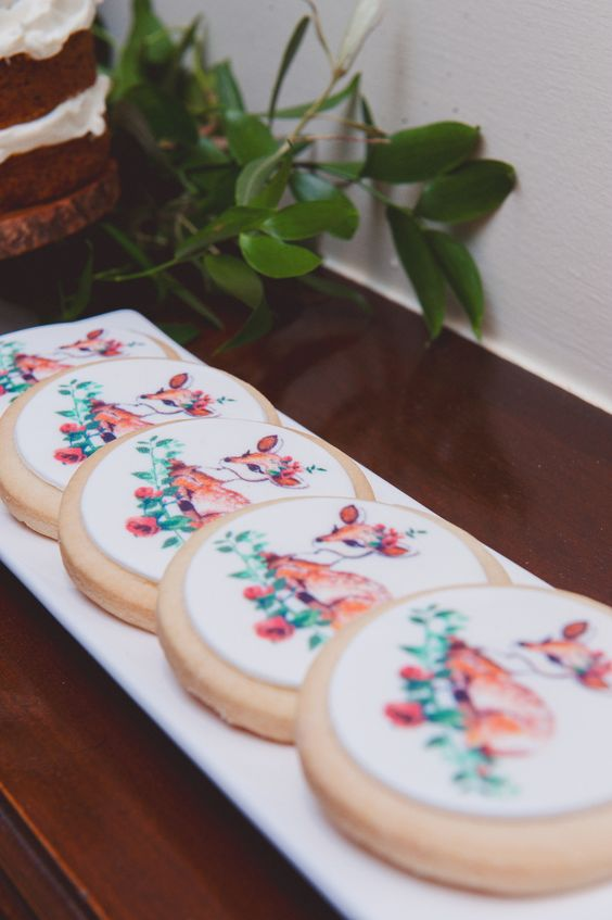 Hand painted cookies | Photography: Scarlet ONeill Photography - scarletoneill.com | fabmood.com