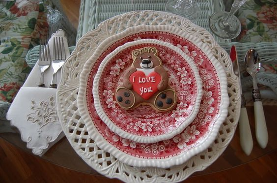 Heart Shaped Dinnerware and Table Decorations for Valentine's Day 2013