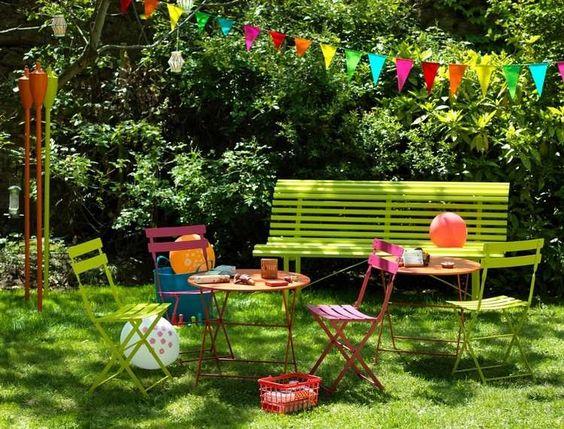 salon de jardin enfant coloré, banc vert, table ronde et chaises ...