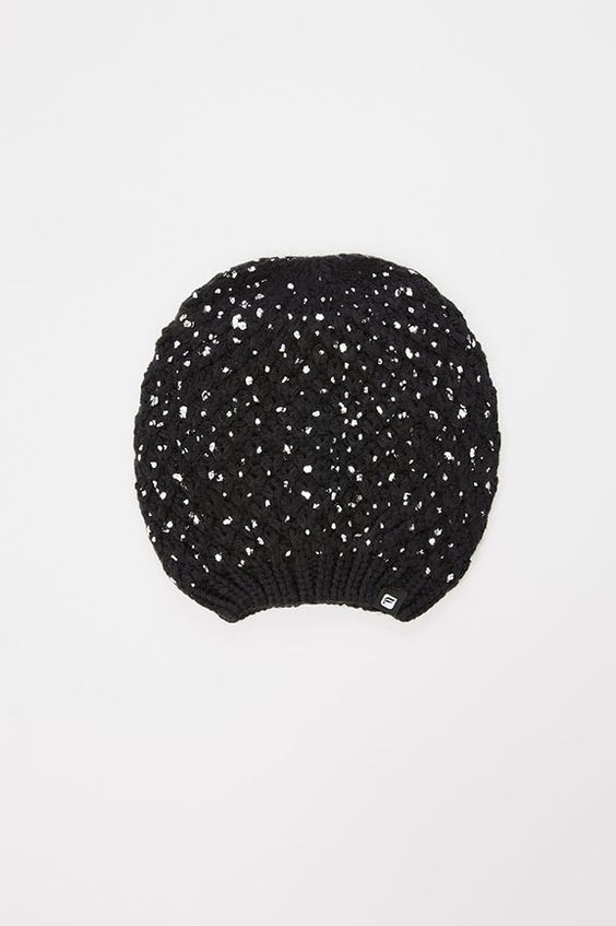 The Metallic Slouch Beanie gorrito con brillantes, ideal para regalar esta navidad. #FableticsES