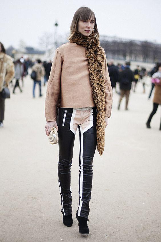 Fotos de street style en Paris Fashion Week: Anya Ziourova colores perfectos