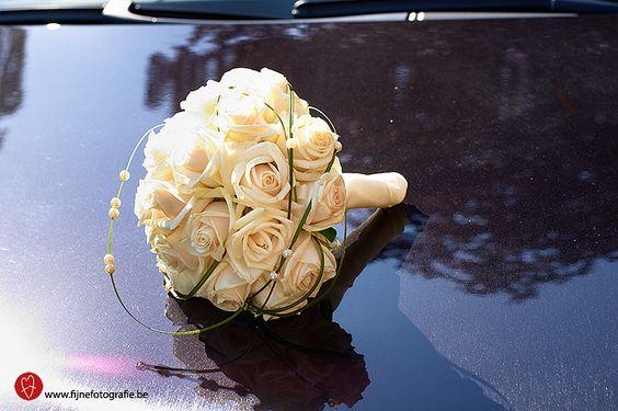 Bruidsboeket met witte rozen, te Geraardsbergen