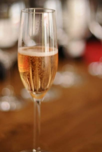 Para celebrar el día internacional del Malbec, el pasado 17 de abril, se preparó una torna-fiesta que empezó con un vino espumoso Finca Flichman Extra Brut...