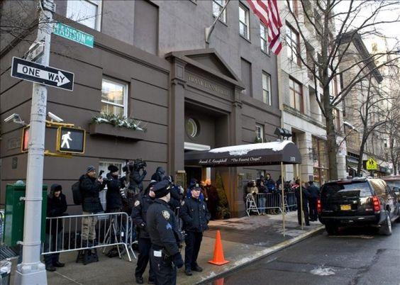 Familiares y amigos dan el primer adiós a Seymur Hoffman en Nueva York