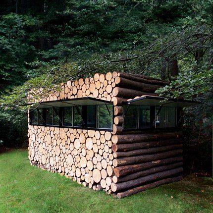 Une cabane studio en rondins bureau de jardin salles de for Cabane de jardin hornbach