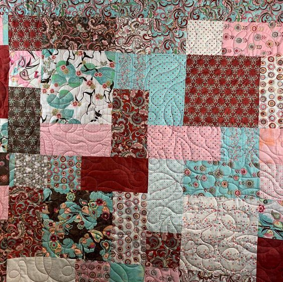 Leaves but it feels like a Valentines quilt. Love these colors! Taught my friend how to use the #prostitcher today. She's getting so great!  #handiquilter #quilting #quilt #hqfusion #hqprostitcher #longarmquilting #longarmquiltingservices #experiencethequilt #fabric #quiltersofinstagram #experiencethequilt