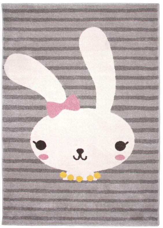 Voici la lapine Bonnie ! Avec son compagnon Clyde, ils emmèneront votre enfant vers de folles aventures ! Letapis enfant Bonnie est d'une telle douceur que votre loupiote adorera s'allonger, jouer, lire... dessus. Dimensions: 120 x 170 cm