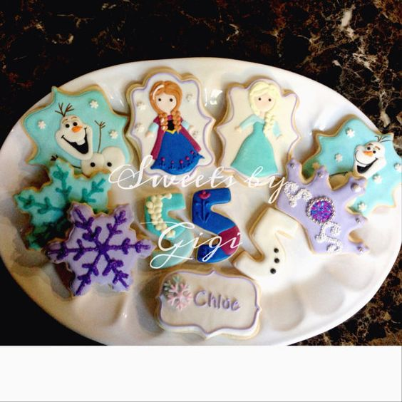 Frozen inspired sugar cookies. These cookies will be the highlight of your party, you can use them as party favors or to decorate your candy table.