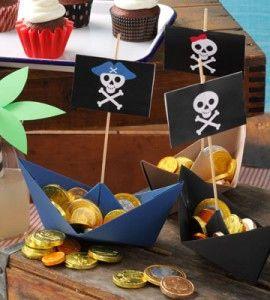 海賊船のスナック入れ