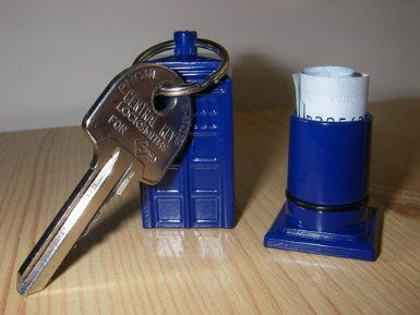 Tardis Keychain (Dr. Who) that stores emergency cash!