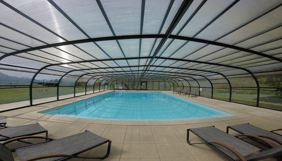 Piscine couverte et chauffée avec vue panoramique sur la Vallée Verte  #piscine #ValléeVerte #Nature