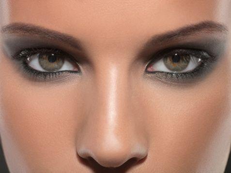 Smokey eyes & flawless skin...