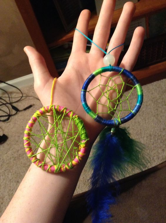 Glow feathers and homemade on pinterest for Easy homemade dream catchers