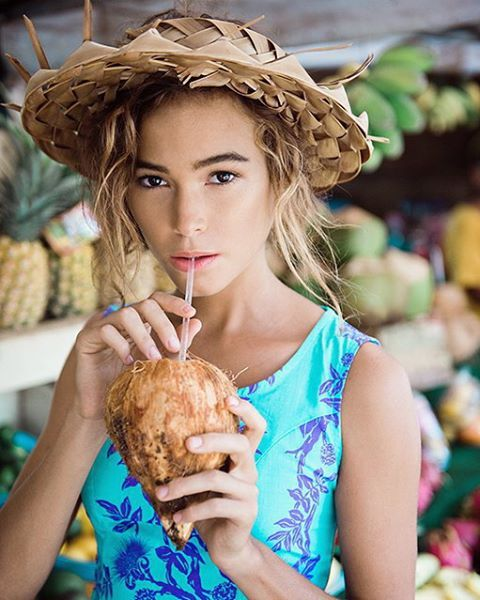 It's sunnnnyyy  PC: @john_hook  Assist: @_samanthahook_  Stylist: @carrieblue  Muah: @jasminemullins_mua  Shooting for @robertaoakshawaii  #robertaoaks #photograpy #johnhook #samanthahook #stylist #carrieblue #makeup #hair #jasminemullins #coconut #hawaii #fashion #perpetualchildfacesyndrome #larsontalent #hawaii #model #northshore #fruitstand
