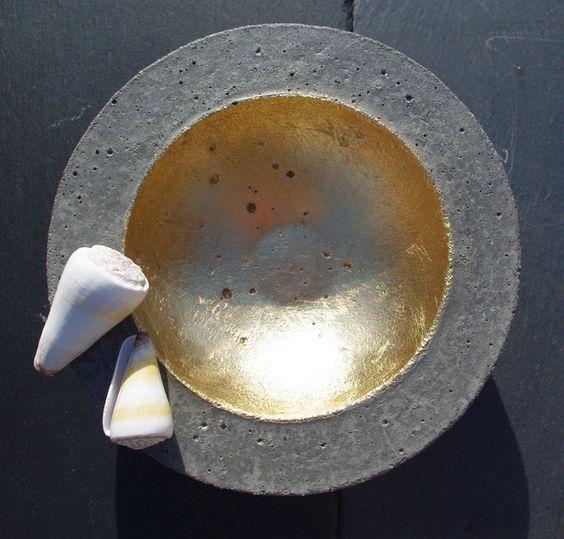 Deko-Objekte - Betonschale mit Blattgold - ein Designerstück von Andrea-Wennmacher bei DaWanda