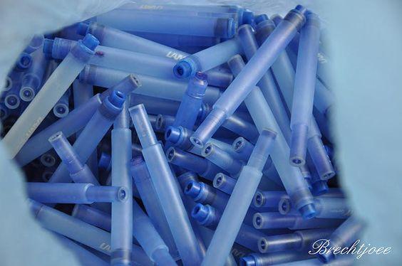 Cartouches d'encre, avec les petites billes à l'intérieur, qu'on mettait ensuite dans le stylo plume pour faire du bruit quand on écrivait.