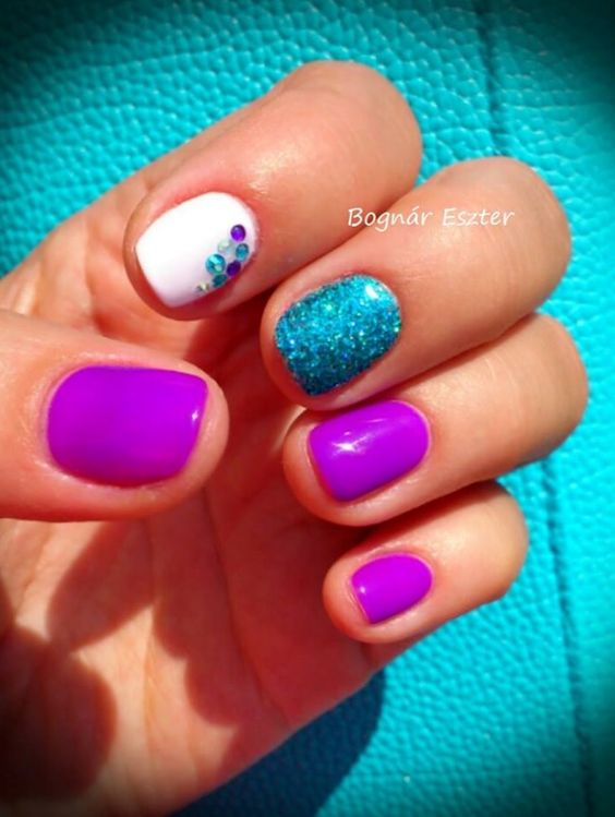 We love these summer nails!  I want that blue!                                                                                                                                                     More: