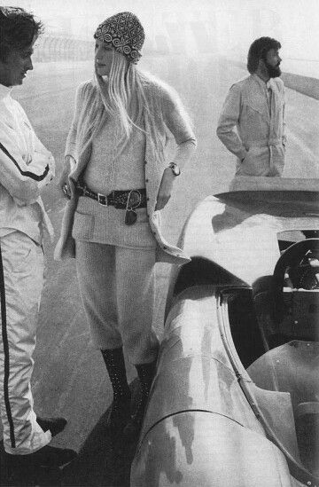 Vogue 1st August 1970 Gunilla Lindblad with Pete Duel and Michael Douglas Photo by Zachariasen: