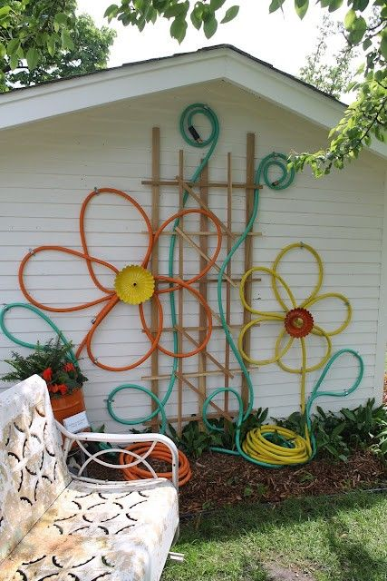 Hose Flowers-this site has crazy fun ideas to decorate gardens and outdoor living spaces