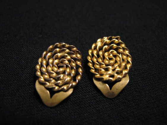 Antique Gold Tone Swirled Twisted Circle Clip by JewelryStash