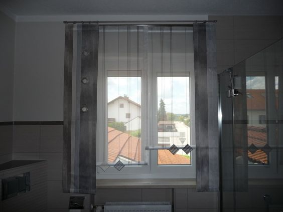 Helle Wohnzimmer Schiebegardine in Eckform in rot und beige -   - gardinen modern wohnzimmer braun