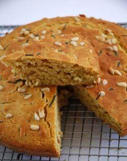 Pain à la farine de maïs, au romarin et aux pignons de pin (cornbread) de Linda Collister « Quick Breads ».