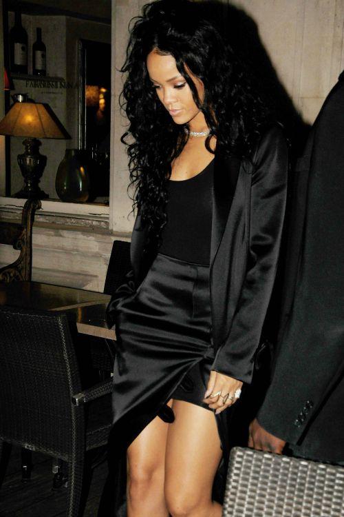 fantastic rihanna all black outfit song