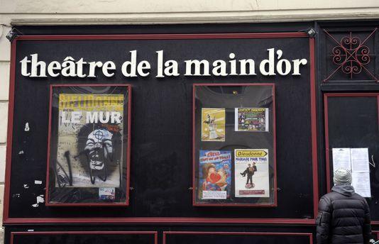Dieudonné, expulsé de la Main d'or puis privé de théâtre à Saint-Denis Check more at http://info.webissimo.biz/dieudonne-expulse-de-la-main-dor-puis-prive-de-theatre-a-saint-denis/